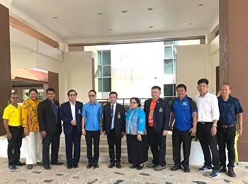วันที่ 6 มีนาคม 2563  ดร.สันติ ป่าหวาย อธิบดีกรมพละศึกษา พร้อมด้วยนายคงกฤษ ฉัตรมาลีรัตน์ สมาชิกสภาผู้แทนราษฎรจังหวัดระนอง และคณะ ลงพื้นที่สำรวจบริเวณที่ศูนย์การศึกษาจังหวัดระนองขอสร้างสนามฟุตบอลและลู่วิ่ง