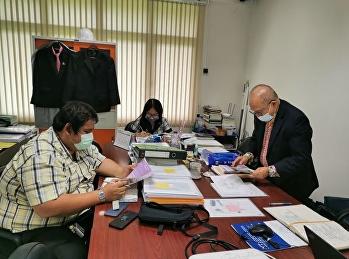 ช่วงบ่าย วันที่ 16 สิงหาคม 2564 อาจารย์สุวัฒน์  นวลขาว ผู้อำนวยการศูนย์การศึกษาจังหวัดระนอง  นางอัญชัญ  จงเจริญ ที่ปรึกษาผู้อำนวยการศูนย์ฯ และผู้ที่เกี่ยวข้อง ร่วมประชุมปรึกษาหารือเกี่ยวกับอาคารสถานที่และการประชาสัมพันธ์ในปีการศึกษา 2565